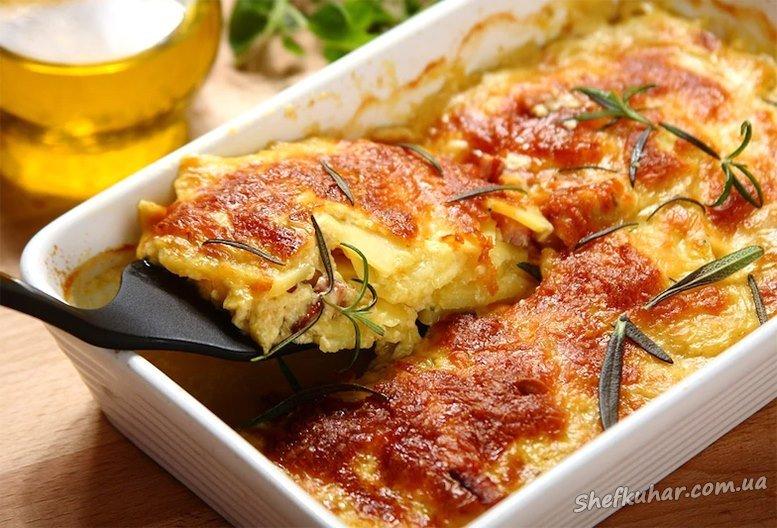 Картопляна запіканка з ковбасою і сиром