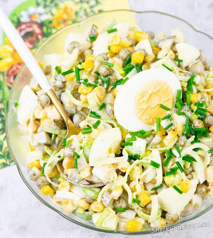 Салат з цибулею-пореєм і яйцями