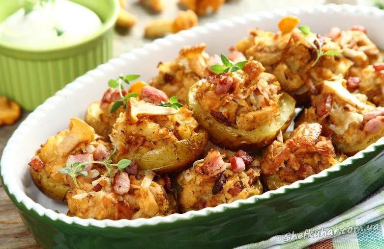 Куряча грудка запечена в картоплі