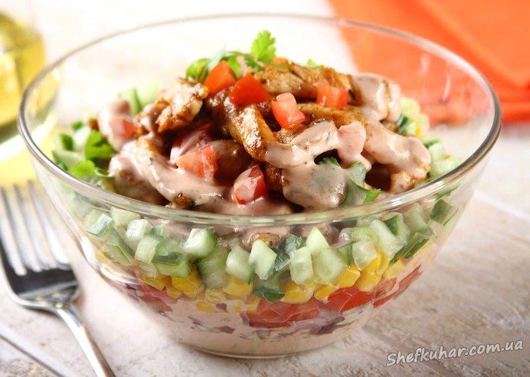 Салат з обсмаженою курячою грудкою